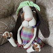 Куклы и игрушки ручной работы. Ярмарка Мастеров - ручная работа Крольчиха Милочка (50 см) интерьерная, валяная из Шерсти. Handmade.