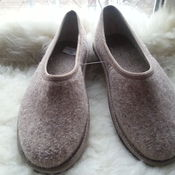 Обувь ручной работы handmade. Livemaster - original item Slippers made of felt with heel. Handmade.