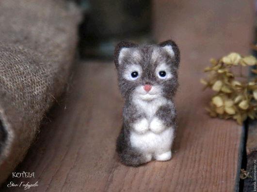 Броши ручной работы. Ярмарка Мастеров - ручная работа. Купить Брошь из шерсти Котёнок. Handmade. Кот, статуэтка кошка, брошь