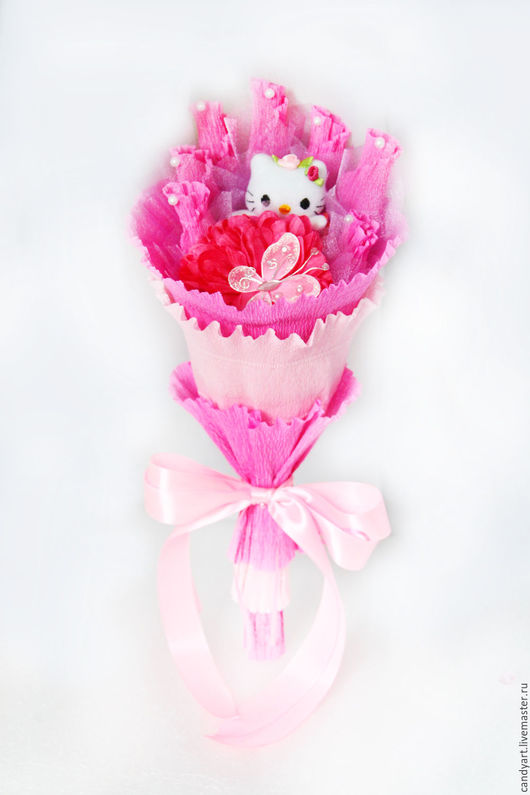 """Букеты ручной работы. Ярмарка Мастеров - ручная работа. Купить Букет из конфет и игрушки """"Hello Kitty 7 конфет"""". Handmade."""