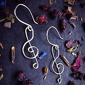 """Украшения ручной работы. Ярмарка Мастеров - ручная работа Серьги посеребренные """"Скрипичный ключ"""" , в технике  Wire wrap. Handmade."""