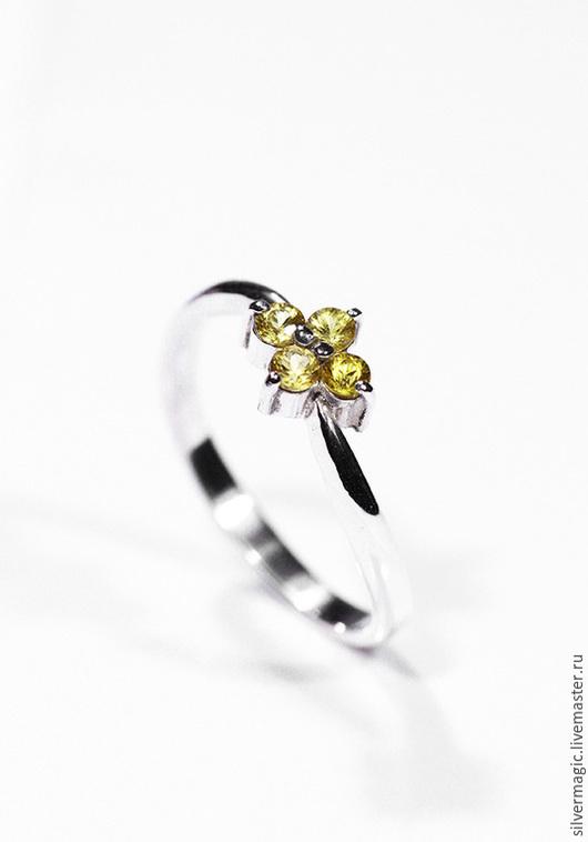 Кольца ручной работы. Ярмарка Мастеров - ручная работа. Купить Серебряное кольцо с желтыми сапфирами.. Handmade. Серебряное кольцо