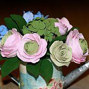 Цветы и флористика ручной работы. Ярмарка Мастеров - ручная работа Лейка с гортензией и ранункулюсами. Handmade.