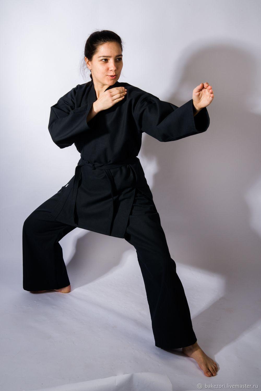 Правильное название кимоно для боевых искусств - кейкоги (тренировочная одежда) или доги (одежда для постижения пути).