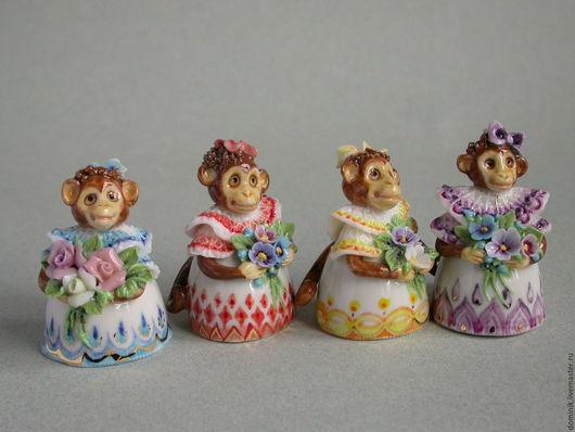 Три обезьянки раскуплены, осталась только желтенькая.