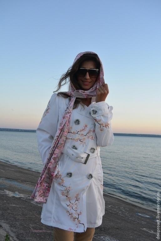 """Верхняя одежда ручной работы. Ярмарка Мастеров - ручная работа. Купить Плащ-пальто """"Сакура""""ручная роспись. Handmade. Белый"""