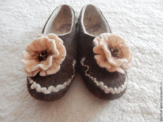 Обувь ручной работы. Ярмарка Мастеров - ручная работа. Купить Тапки из войлока. Handmade. Коричневый, купить подарок, обувь для дома