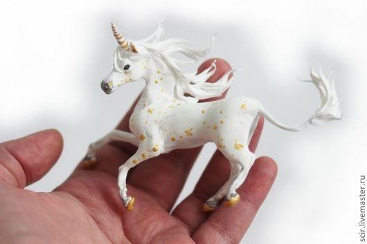 """Миниатюра ручной работы. Ярмарка Мастеров - ручная работа. Купить фигурка маленькая """"единорог белый с золотом"""" (unicorn, юникорн). Handmade."""