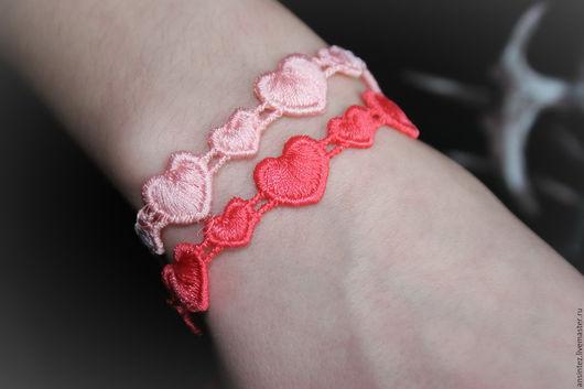 Браслеты ручной работы. Ярмарка Мастеров - ручная работа. Купить набор вышитых браслетов Сердца Любви белый красный. Handmade.