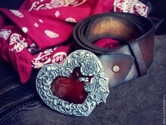 Пояса, ремни ручной работы. Ярмарка Мастеров - ручная работа. Купить Пояс из натуральной кожи с сердцем и розами. Handmade. Коричневый