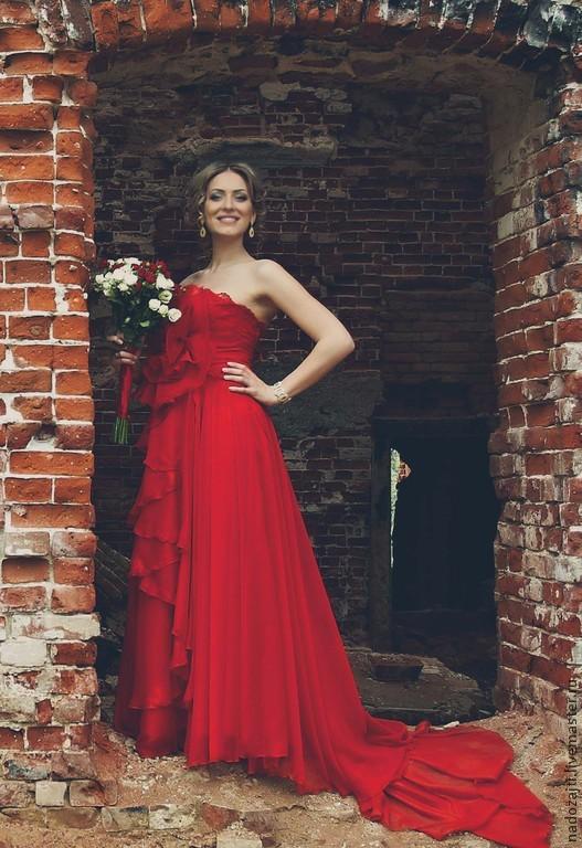 45caa501b0d3dd0 ручной работы. Ярмарка Мастеров - ручная работа. Купить Красное свадебное  платье со шлейфом. ...