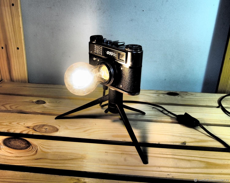 Светильник в форме объектива фотоаппарата