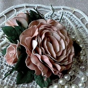 """Свадебный салон ручной работы. Ярмарка Мастеров - ручная работа Брошь-зажим для волос """"Роза с 2 бутонами"""" из фоамирана. Handmade."""