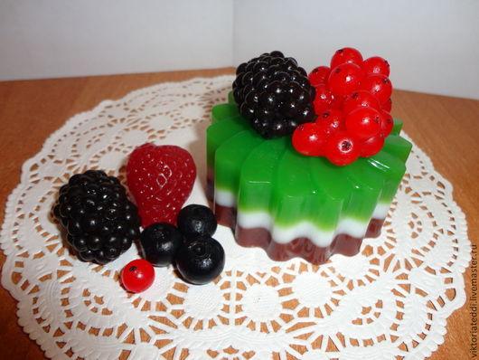 Мыло ручной работы. Ярмарка Мастеров - ручная работа. Купить Десерт Малиновый шоколад. Handmade. Разноцветный, шоколад, черника, глицерин