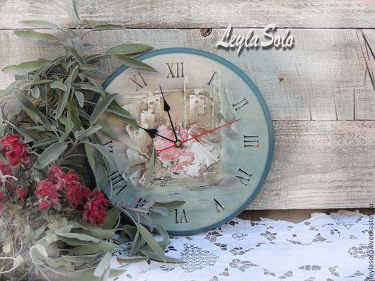 часы насенные,  декупаж Алиса в стране чудес. Часы оригинальные, для фото сессий можно большого диаметра.