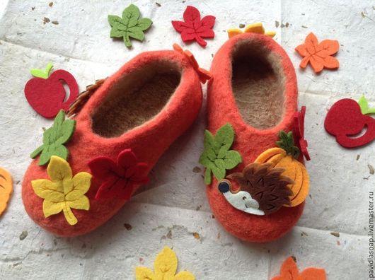 """Детская обувь ручной работы. Ярмарка Мастеров - ручная работа. Купить Валяные тапочки для девочки """"Золотая осень"""" ПРОДАНО. Handmade."""