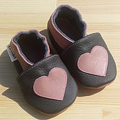 Работы для детей, handmade. Livemaster - original item Gray Baby Shoes, Pink Heart Slippers, Baby Girl Moccasins. Handmade.