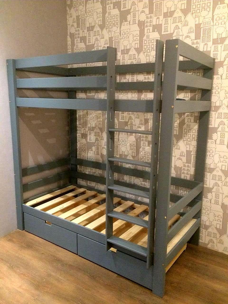 фото двухъярусной кровати ручной работы из массива настолько универсальная