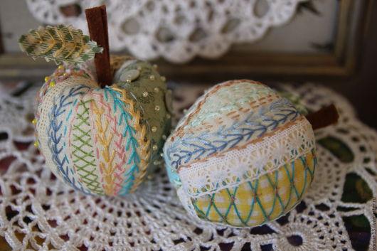 """Шитье ручной работы. Ярмарка Мастеров - ручная работа. Купить Яблоки текстильные """"Времена года"""" . Декор для дома. Игольницы.. Handmade."""