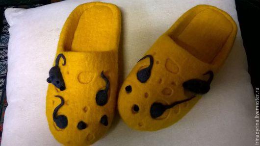 """Обувь ручной работы. Ярмарка Мастеров - ручная работа. Купить Тапки-щлёпанцы """"Сыр с мышами"""". Handmade. Желтый, серый"""