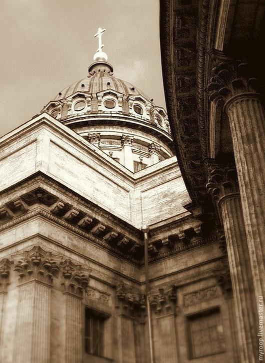 Казанский собор - одна из визитных карточек Санкт-Петербурга. Каждый открывает в его непревзойденной архитектуре что-то свое, свой закоулок, свой единственный и неповторимый вид.