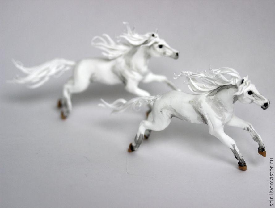 бегущая лошадь статуэтка