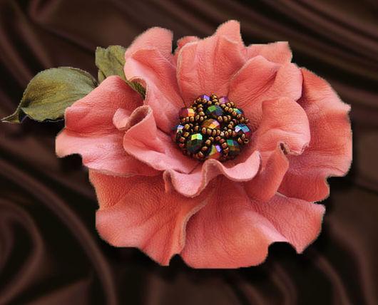 украшения из кожи брошь, брошь заколка цветок, искусственные цветы брошь, розовый цветок из кожи, брошка розовый цветок, цветы из кожи заколка,заколка для волос  цветок,коралловый цветок брошь