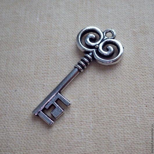 Подвеска Ключ винтажный - фурнитура для создания украшений. Купить ключ винтажный. Подвеска для кулона, браслета, серег или брелока в виде ключика. Цвет ключа античное серебро. Размер ключа 3,5х1,5 см