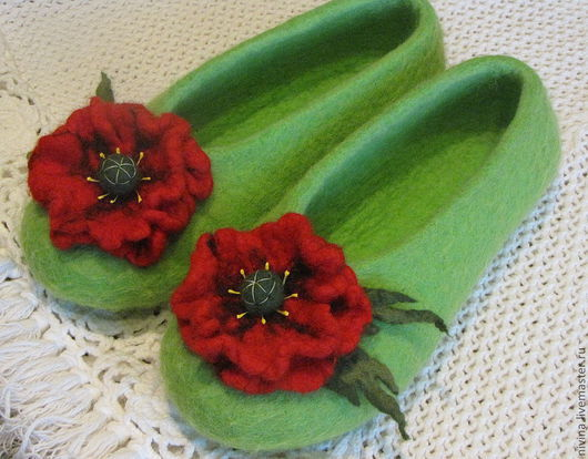 """Обувь ручной работы. Ярмарка Мастеров - ручная работа. Купить тапочки""""Маки"""". Handmade. Салатовый, цветы ручной работы, тапочки из шерсти"""