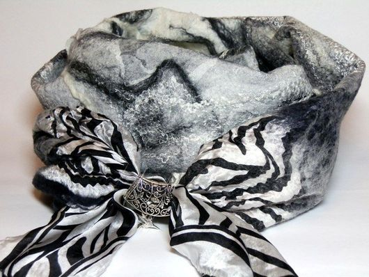 Шарфы и шарфики ручной работы. Ярмарка Мастеров - ручная работа. Купить шарф валяный черно-белый. Handmade. Чёрно-белый
