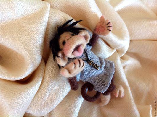 Миниатюра ручной работы. Ярмарка Мастеров - ручная работа. Купить Брошка-игрушка Мамаша из мультика Веселые обезьянки. Handmade. Игрушка