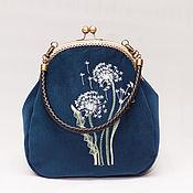 Сумки и аксессуары ручной работы. Ярмарка Мастеров - ручная работа сумка на фермуре с вышивкой Одуванчики темно-синяя. Handmade.