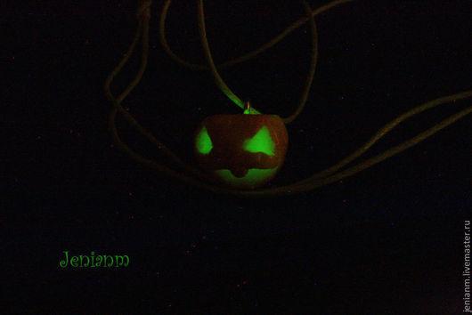 """Кулоны, подвески ручной работы. Ярмарка Мастеров - ручная работа. Купить Кулон """"Halloween"""". Handmade. Оранжевый, Светящееся украшение, хелоуин"""