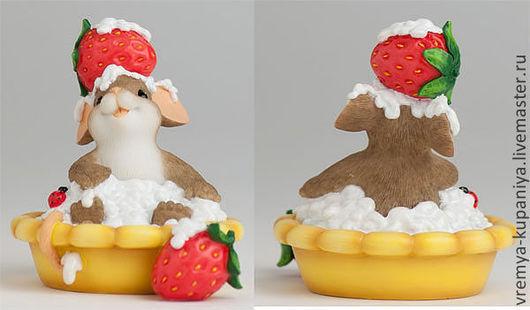 """Материалы для косметики ручной работы. Ярмарка Мастеров - ручная работа. Купить Силиконовая форма для мыла  """"Мышка в пирожном с клубничкой"""". Handmade."""