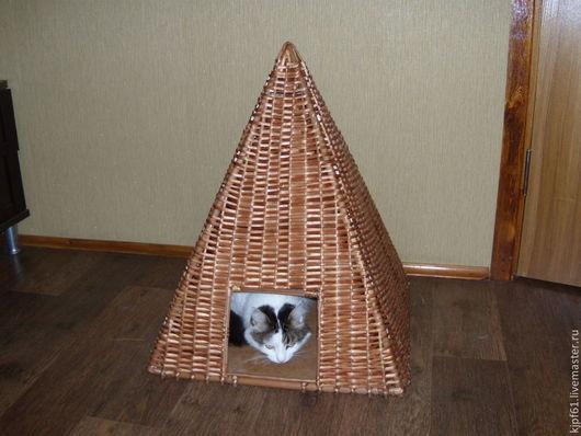 """Аксессуары для кошек, ручной работы. Ярмарка Мастеров - ручная работа. Купить дом кошки """"Пирамида"""" из ивовой ленты. Handmade. Бежевый"""