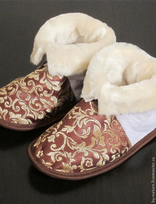 Обувь ручной работы. Ярмарка Мастеров - ручная работа. Купить Чуни из овчины с жаккардовой тканью (золотой на коричневом). Handmade. Из овчины