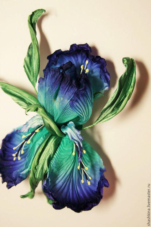 """Броши ручной работы. Ярмарка Мастеров - ручная работа. Купить Цветы из шелка. Брошь-ирис """"Blue Lagoon"""". Handmade. Бирюзовый"""