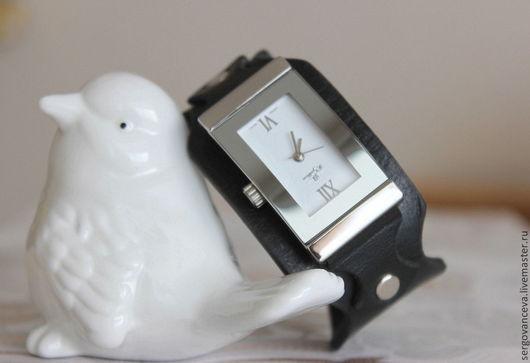 """Часы ручной работы. Ярмарка Мастеров - ручная работа. Купить Часы на кожаном ремешке """"Почти классика"""". Handmade. Черный"""