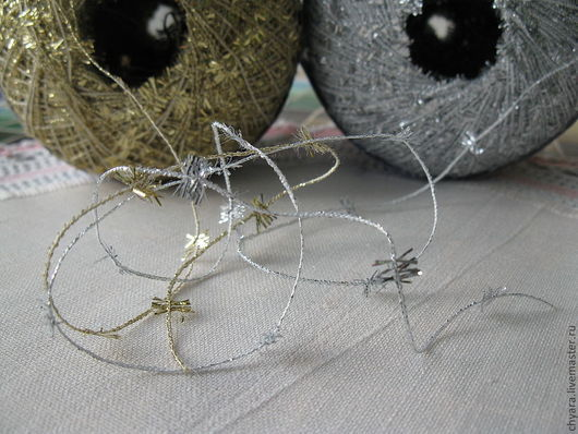Для изготовления новогодних  игрушек и сувениров, для декора и украшения карнавальных  костюмов , текстиля, для декора новогодних открыток, флажков, гирлянд и другой новогодней атрибутики.