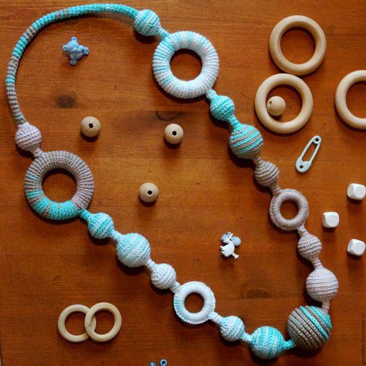 Слингобусы с кольцами и бусинами на жгуте, на фото видны использованные материалы. Пряжа Alize bella Batik Design секционного окрашивания, 100% хлопок турецкого производства.