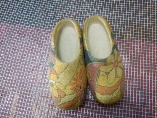 Обувь ручной работы. Ярмарка Мастеров - ручная работа. Купить Валяные тапочки.. Handmade. Лимонный, шерсть 100%