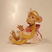Куклы и игрушки ручной работы. Ярмарка Мастеров - ручная работа Игрушка обезьянка Малышка Бони - подарок на 8 марта.. Handmade.