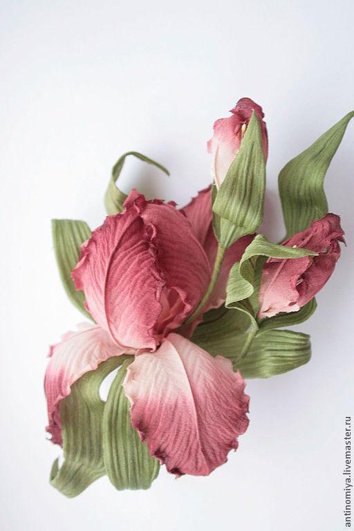 """Броши ручной работы. Ярмарка Мастеров - ручная работа. Купить Ирис """"Леа"""". Цветы из шелка, заколки и броши с шелковыми цветами.. Handmade."""