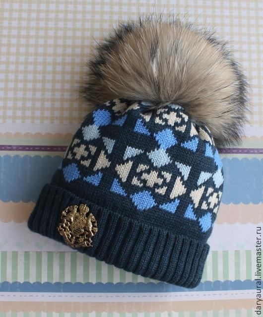 Яркая шапочка для мальчика из шерсти мериноса экстрафайн. Мягко, тепло, стильно, подходит ко многим синим и бежевым оттенкам. Для малышей до 4-х лет рекомендую заказывать шапочки с ушками.