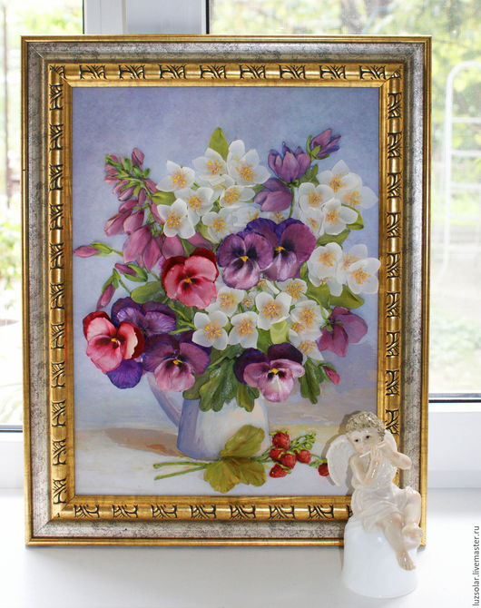 The frame for a picture isn`t on sale. On a photo only for demonstration.