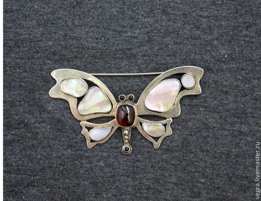 """Броши ручной работы. Ярмарка Мастеров - ручная работа. Купить Брошь """"Бабочка"""". Handmade. Гранат, украшение, бабочка, мельхиор, гранаты"""