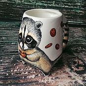 """Посуда ручной работы. Ярмарка Мастеров - ручная работа """"Енотик и печеньки"""" - чашка с ножками. Handmade."""