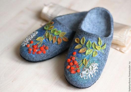 """Обувь ручной работы. Ярмарка Мастеров - ручная работа. Купить Тапочки """"Кудрявая рябина"""". Handmade. Фиолетовый, тапочки из шерсти"""