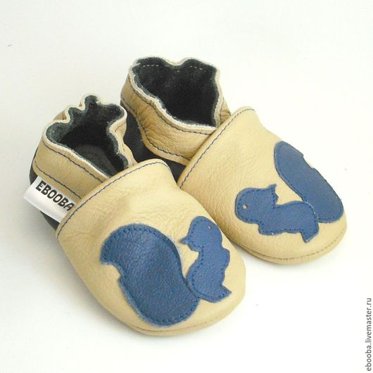 Кожаные чешки тапочки пинетки белочка синяя на бежевом ebooba