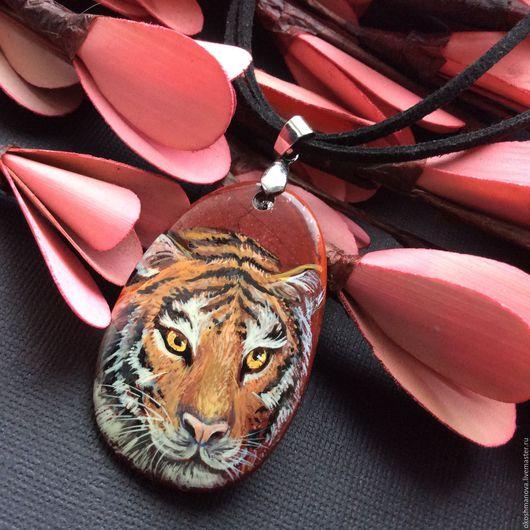 """Кулоны, подвески ручной работы. Ярмарка Мастеров - ручная работа. Купить Кулон с ручной росписью на камне """"Тигр"""" (яшма). Handmade."""